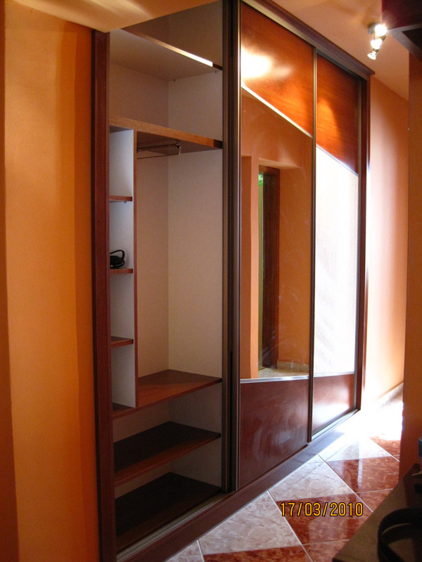 tolóatós beépített szekrény