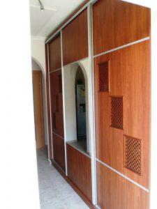 tolóatós beépített szekrény apácaráccsal